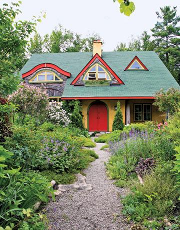 Сад в стиле кантри прекрасно подходит как небольшим участкам на